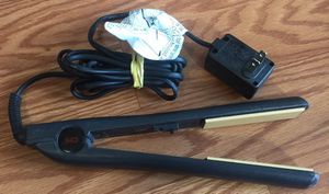 CHI HAIR STRAIGHTENER for Sale in Puyallup, WA