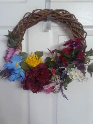 Large spring wreath $25.00 cash only ( serious buyers) for Sale in Dallas, TX