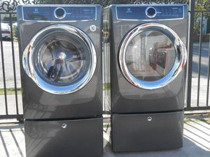 2016 Washer & Electry Dryer Electrolux - Like New -W/Pedestal for Sale in Oakland, CA
