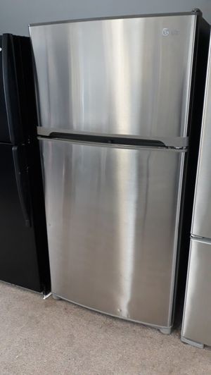 """33"""" Stainless steel top and bottom refrigerator excellent condition for Sale in Laurel, MD"""