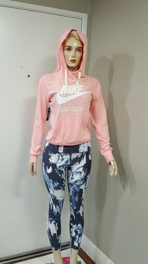 NEW WOMEN'S NIKE SIZE SMALL NEW WITH TAGS for Sale in Vista, CA