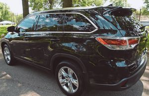 Price $18OO 2O15 Toyota Highlander for Sale in Alta Loma, CA