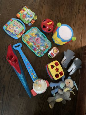 LOT of baby/ toddler toys Fisher Price, Little Tikes, Leap Frog, V tech all EUC Musical books Shape sorters Interactive Educational toys Kid pian for Sale in Charlotte, NC