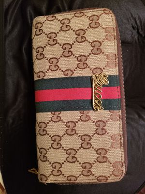 Gucci large wallet for Sale in Sacramento, CA