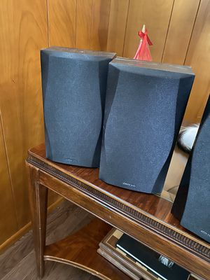 ONKYO speakers (set of 5) and KLH subwoofer 1 for Sale in Downey, CA