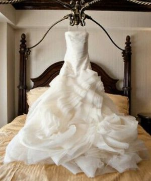 Vera Wang White Strapless Organza Wedding Dress Gown VW351011 Size 6 (Women's) for Sale in Brooklyn, NY