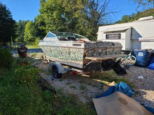 1989 Boat. Runs Great. Comes with Trailer. for Sale in Reynoldsburg, OH