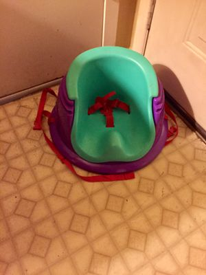 BOOSTER SEAT with STRAPS & SEAT BELT for Sale in Converse, TX