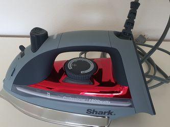 Shark 1500 Watt Steam Iron for Sale in Lake Oswego,  OR
