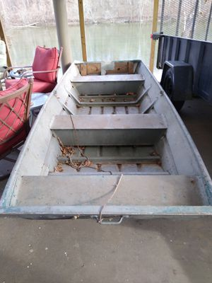 12 ft John boat w 50 lb thrust elec mother for Sale in Laurel, MD