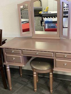 Rose Gold Vanity Set for Sale in Phoenix,  AZ