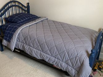 Twin Bed w/ Trundle for Sale in Redmond,  WA