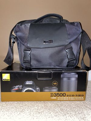 Nikon D 3500 (SD CARD NOT INCLUDED) for Sale in Canton, MI