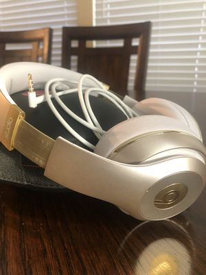 Beats studio wired over-ear gold color ! for Sale in Las Vegas, NV