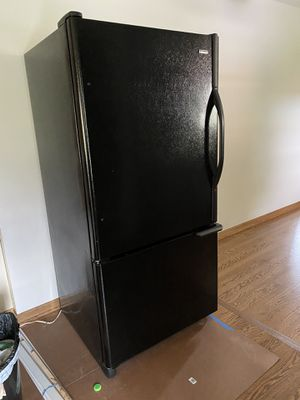 Kenmore bottom-mount refrigerator for Sale in Orland Park, IL