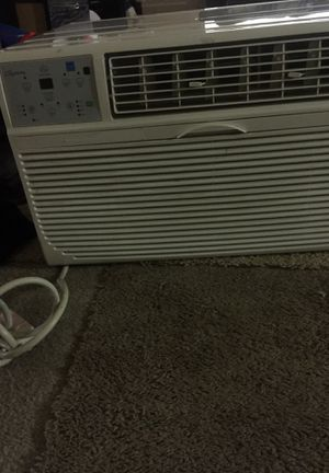 Ac window unit need gone asap like new only use for 2 months for Sale in Temple Hills, MD
