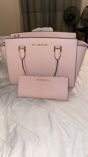 Pink Michael kors purse and wallet for Sale in Parkland, WA