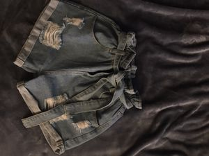 Belted paper bag shorts ( READ DESCRIPTION) for Sale in Huntington Park, CA