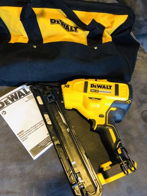 Dewalt Nailer 15 GA Angled Nail for Sale in Bellflower, CA