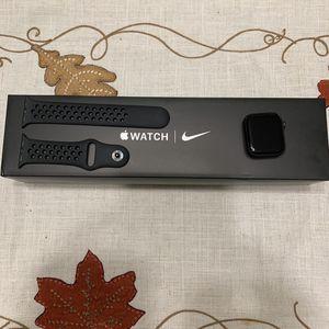 Apple Watch Series 5 Nike 40mm Cellular/GPS W/warranty for Sale in Fairfax, VA