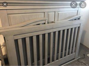 Baby Cache Vienna 4 in 1 convertible crib for Sale in Chesapeake, VA
