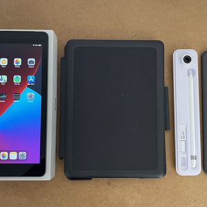Apple IPad 6th Gen with LTE Cellular 32GB - Keyboard + Apple Pencil for Sale in South Gate, CA