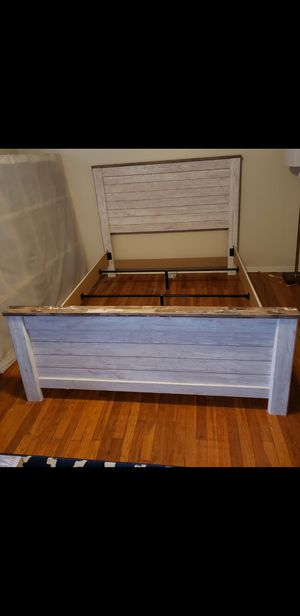 Queen Bedroom Set (New-ish) for Sale in Euclid, OH