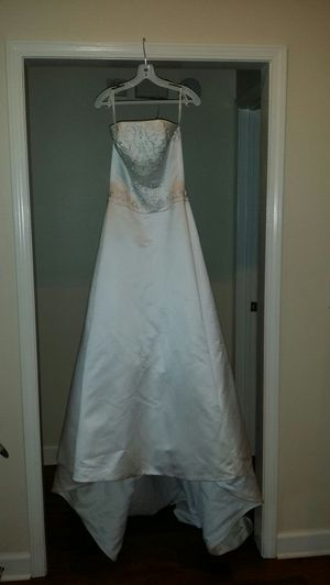 New Wedding Dress from David's Bridal for Sale in Mobile, AL