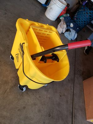 COMMERCIAL MOP BUCKET WITH WHEELS for Sale in Modesto, CA
