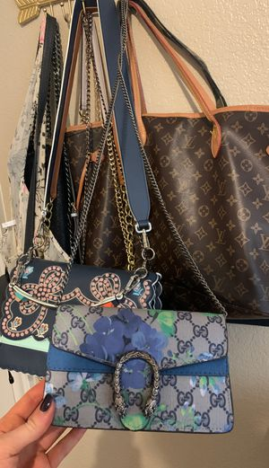Gucci crossbody bag for Sale in Fort Worth, TX