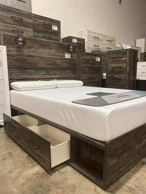 Queen Storage Bed with 2 Lamps, Multi Color for Sale in Santa Fe Springs, CA