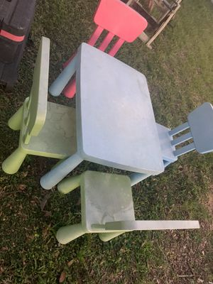 Kids table and chairs for Sale in Tampa, FL