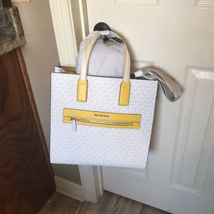 Michael Kors Bag New for Sale in Harker Heights, TX