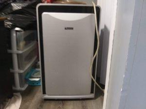 Everstar 10,000 BTU PORTABLE Air conditioner and dehumidifier for Sale in Detroit, MI
