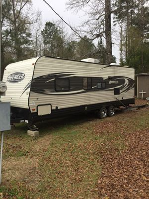 2016 avenger trailer trailer it is 26 foot long will trade for a motor home in good shape for Sale in MI, US