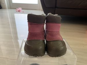 The North Face Snow boots size 5 for Sale in Miami, FL