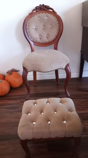 Antique Chair for Sale in Hesperia, CA
