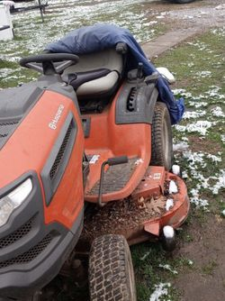 2004 Husqvarna Riding mower for Sale in Middlebourne,  WV