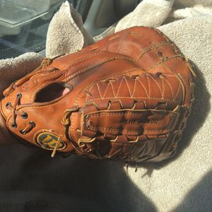 """Vintage Made In U.S.A. Wilson """"The A2800"""" 12.5"""" Dual hinge First Base Glove for Sale in Phoenix, AZ"""