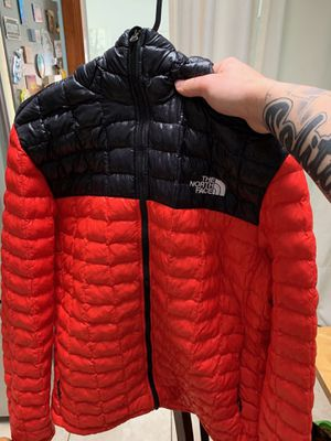 North face bubble coat large for Sale in Laurel, MD