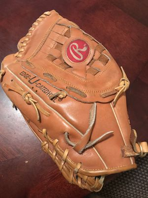 Softball glove (women, for left-handed players) for Sale in Los Angeles, CA