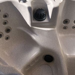 CalSpa Hot Tub Spa , 21 Jets, 2 Person, 130 Gals, Bought Dec 2017 , Excellent condition for Sale in Huntington Beach, CA