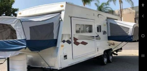 2004 travel trailer 1slide and 3 pop out beds 24ft with generator