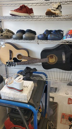 2 ACCOUSTUC GUITARS *** $ 70 EACH ** for Sale in Hialeah, FL