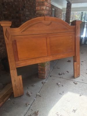 Queen sized head and foot board. for Sale in Brandon, MS