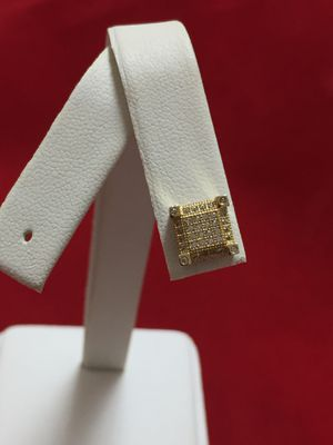 One 10KT Yellow Gold Diamond Earring for Sale in Miami, FL