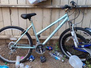 Adult bike for Sale in Fresno, CA