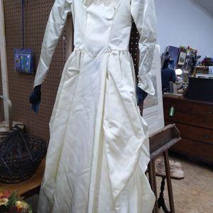 Vintage Wedding Dress for Sale in Torrington, CT