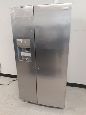 Frigidaire stainless steel side by side refrigerator new with 6 month's warranty for Sale in Mount Rainier, MD