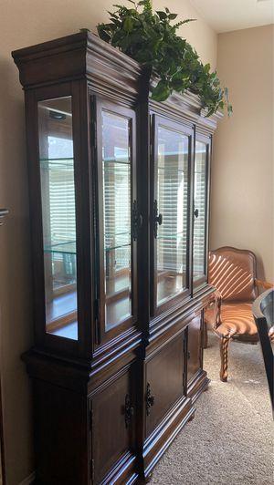 Curio cabinet for Sale in Clovis, CA